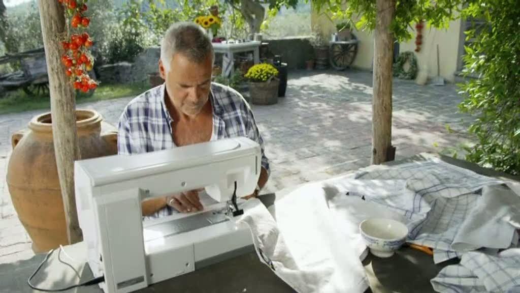 Ernst Kirchsteiger syr ett toskanskt lapptäcke