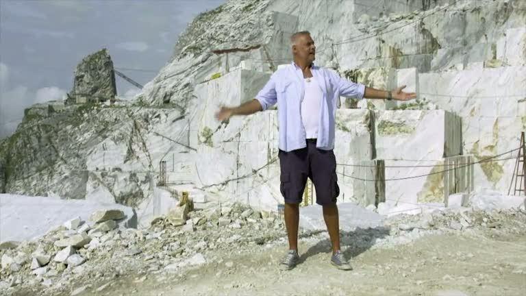 Ernst besöker ett marmorbruk i Toscana