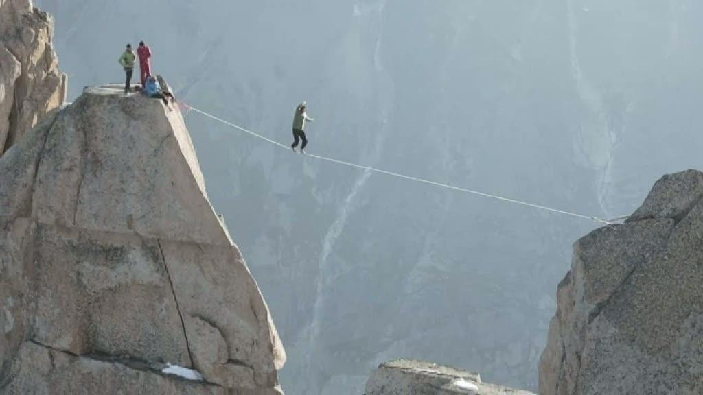 Går på lina mellan bergstoppar - med livet som insats - Nyheterna ...