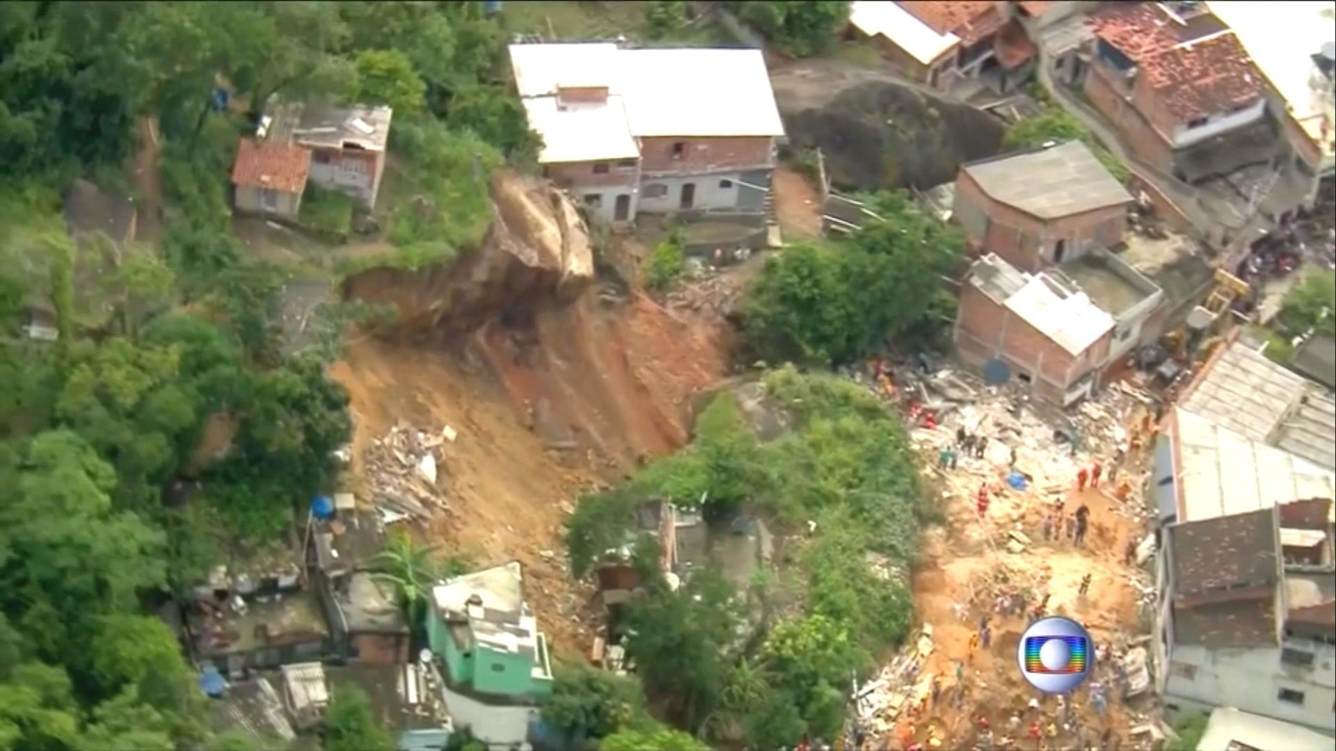 Minst 25 doda vid jordskred i rio