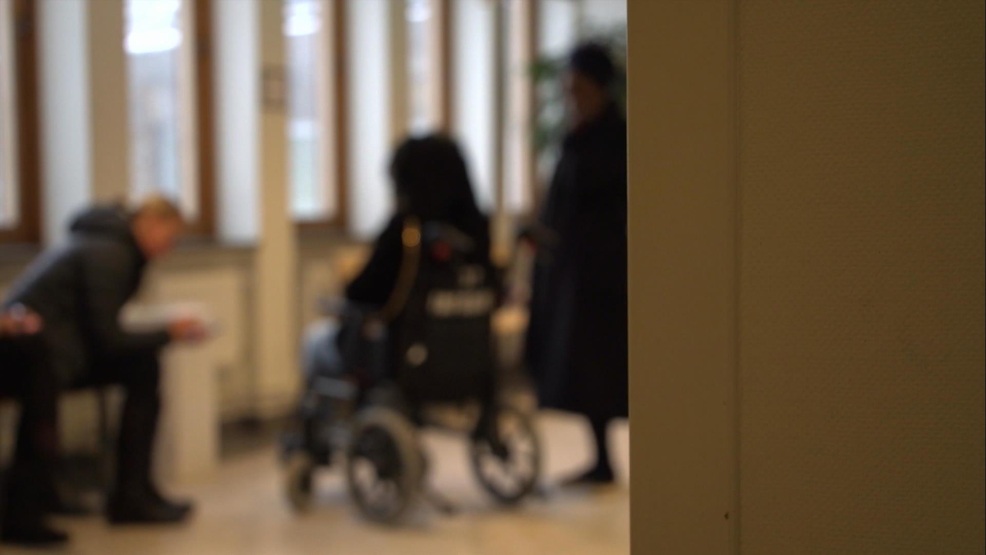 gravid kvinna tunnelbana