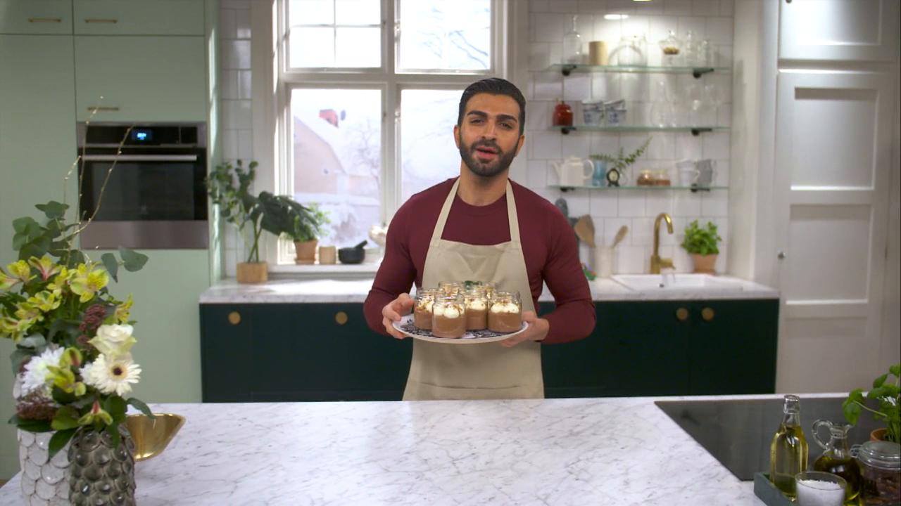 Kökets baktips: Roy Fares mörka chokladmousse med vaniljgrädde
