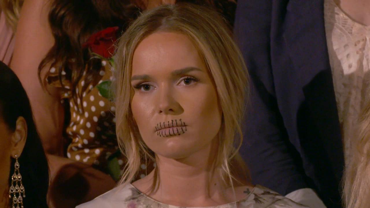 dejta en tjej med tatueringar plus storlek modell dating