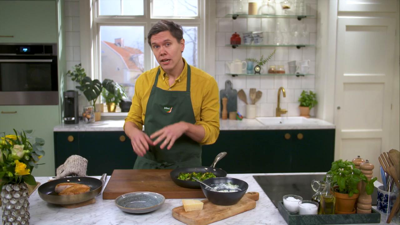 Kökets middag: Frasig kycklingfilé med broccoli och parmesancrème