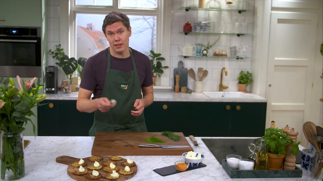 Kökets middag: Potatis-och dillplättar med rom och smetana