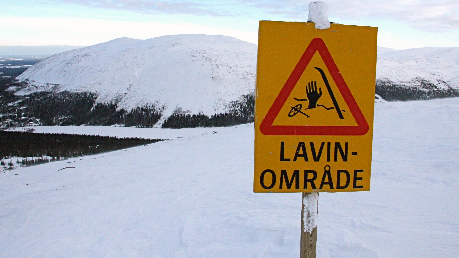 Stor fara för laviner och varning för hårda vindar